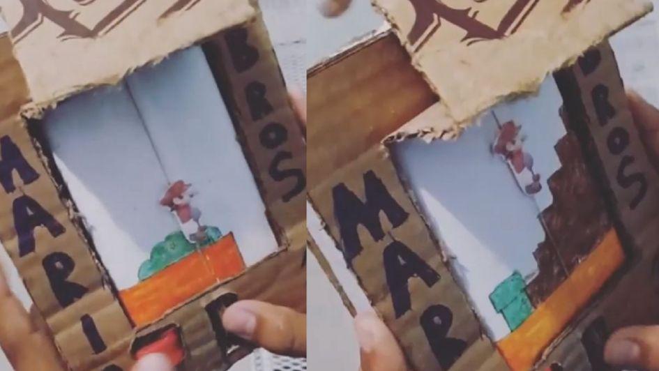 Niño recrea juego de Super Mario Bros con papel y cartón