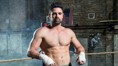 Luciano Castro subió un video en el que practica boxeo en ropa interior