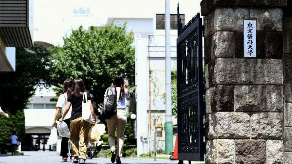 Universidad de Japón manipuló resultados de admisión a mujeres