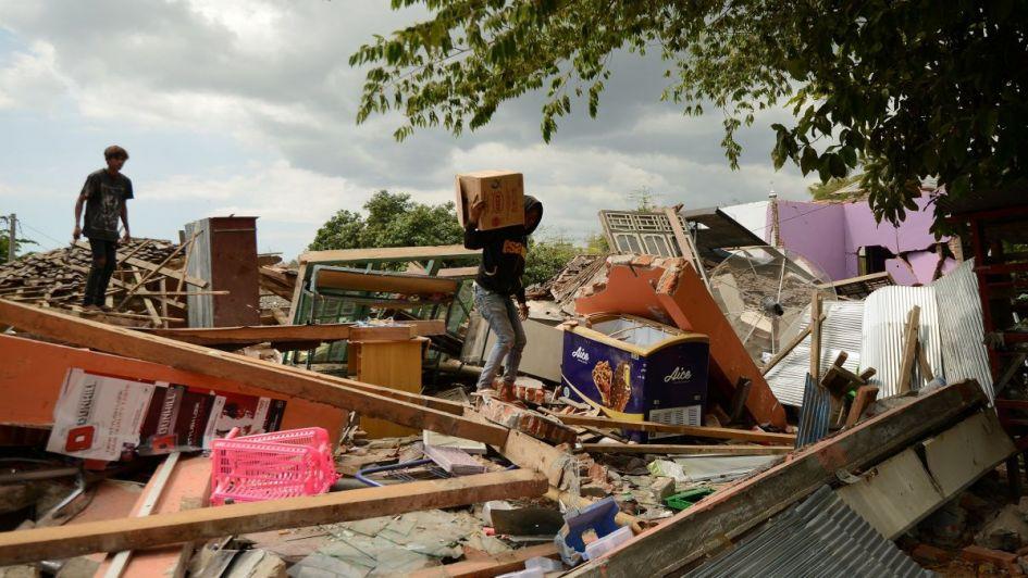 Otra violenta réplica sacude la isla de Lombok y ya son 319 los muertos por el sismo