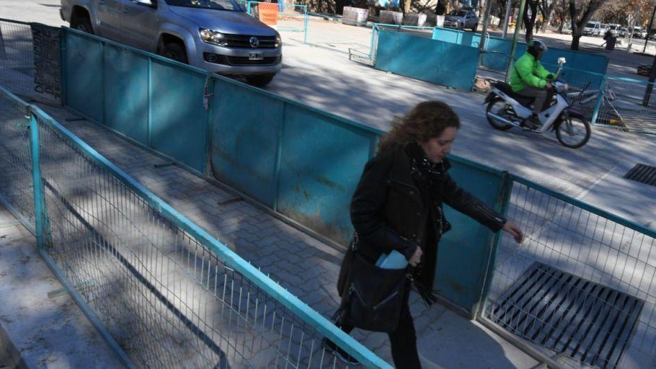 Abrieron calle Pedro Molina pero las obras complican la espera de micros