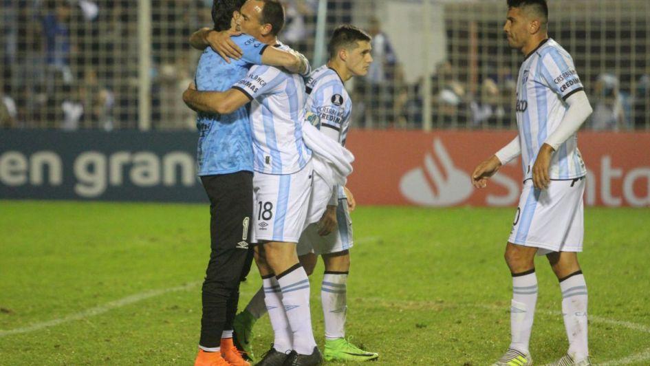 Atlético Tucumán sacó una buena ventaja para viajar tranquilo a Colombia
