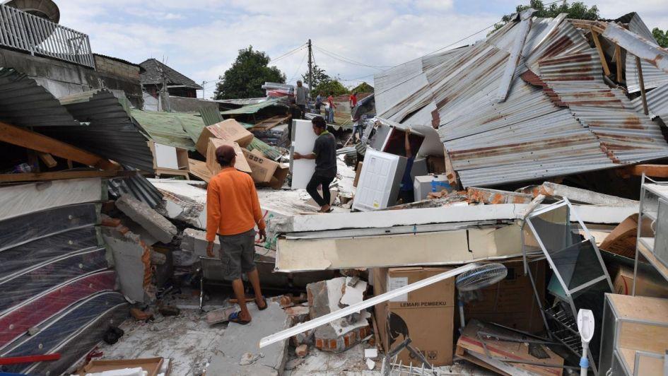 La cifra de víctimas del terremoto en Indonesia aumenta a 321