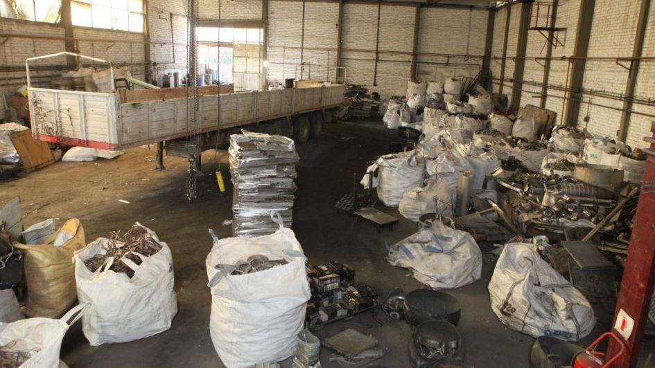Clausuraron tres depósitos de chatarra en Maipú y decomisaron cobre de dudosa procedencia