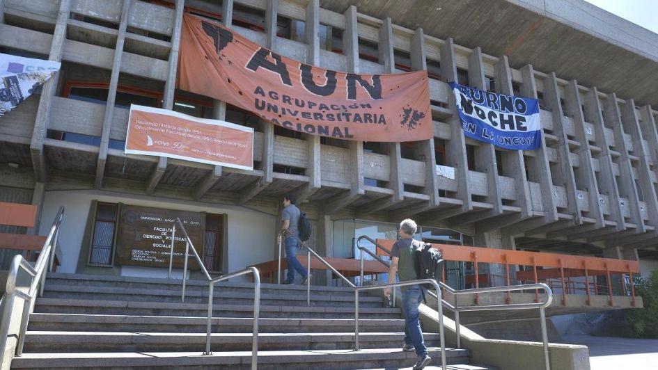 Docentes universitarios de la UNCuyo resolvieron extender el paro una semana más