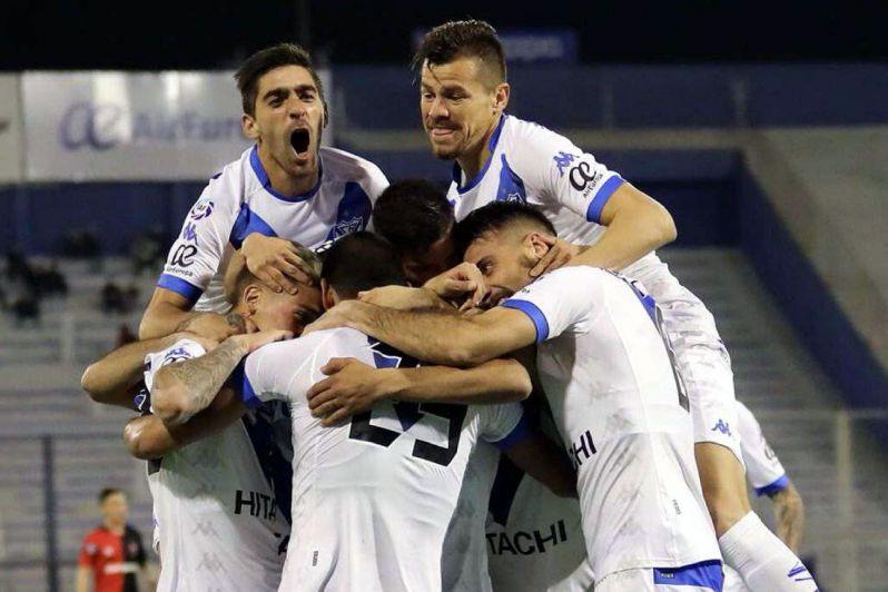 Al compás del Monito Vargas, Vélez derrotó a Newell's