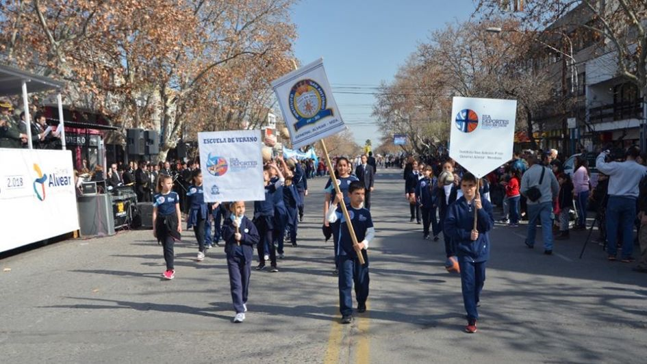 Alvear celebró el 104 aniversario con una multitud en las calles
