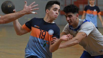 Tupungato y Godoy Cruz dieron cátedra de buen handball. Valentín Márquez (Tup) apunto de tirar al arco.