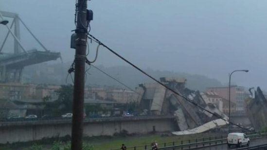 Derrumbe de puente en Génova deja más de 20 muertos