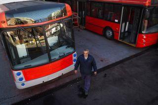 En los talleres de la STM (Sociedad de Transportes Mendoza) alistan dos unidades de la marca Materfer, de fabricación nacional.