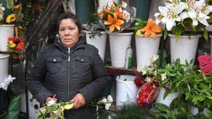 Margarita trabaja en un puesto de flores ubicado en avenida San Martín casi Garibaldi.