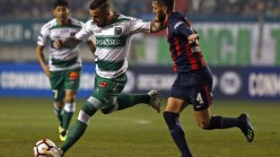 Gonzalo Rodríguez marca a Matías Donoso, autor del gol del triunfo de Temuco.