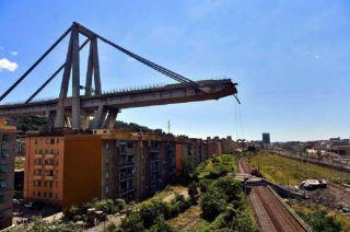 Una vista del puente de la carretera Morandi que se derrumbó en Génova, norte de Italia, provocando 39 muertos.