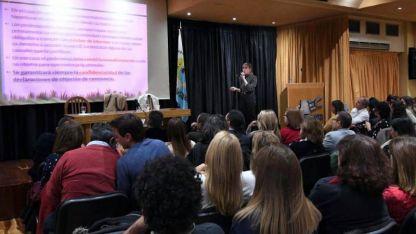 Eleonora Lamm, especialista de la Corte Suprema, fue la encargada de la charla.