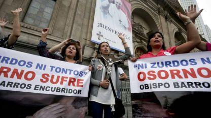 Cuando el Papa visitó Chile, miles de manifestantes denunciaron los hechos. Pronto, Francisco tomó cartas en el asunto.