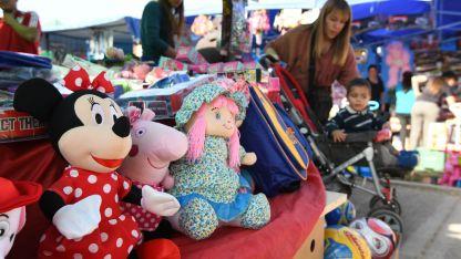 En la Feria del Juguete del Acceso Norte hay desde $ 100. En las jugueterías dicen que es competencia desleal.