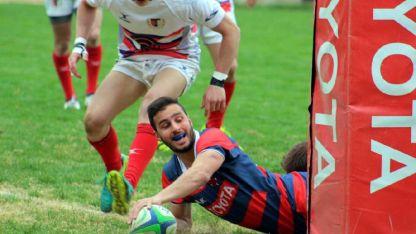 Juan Balzarelli marca el segundo try para Tordos y encamina el triunfo del local.