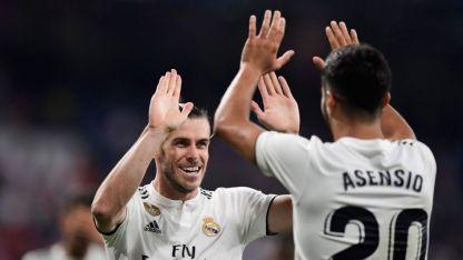 Bale festeja con Ascencio el segundo gol del Merengue.