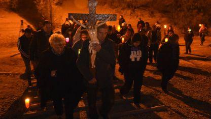 El sábado por la noche, la Procesión de las Antorchas congregó a gran cantidad de fieles. Luego se realizó un espectáculo artístico.
