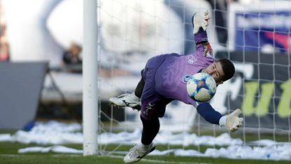 """En el arco, el """"Azul"""" no tiene dudas: Cristian Aracena comenzará la temporada como titular. Una garantía."""