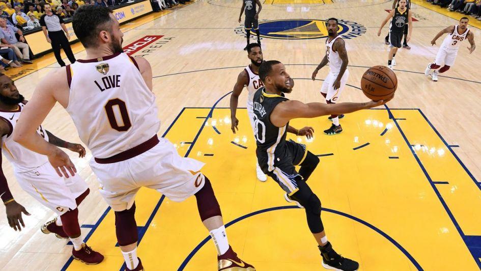 La NBA estudia hacer cambios en el arbitraje