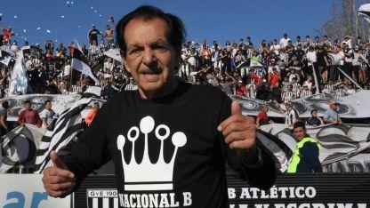 Víctor Legrotaglie fue ovacionado por los hinchas antes del partido.