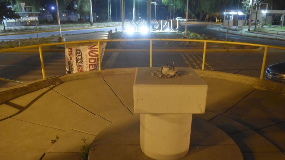 Estudiantes sacaron estatua de Virgen de la UNCuyo: Pizzi criticó