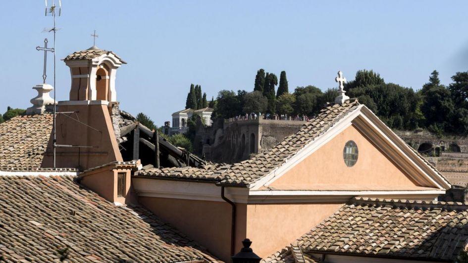 Se desploma el techo de una iglesia en pleno Foro Romano