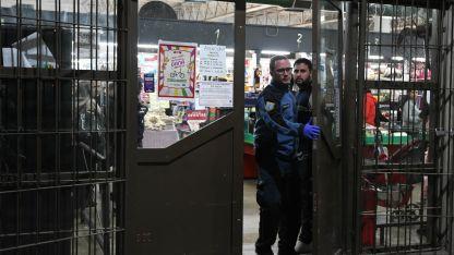 Tras los robos concretados en dos supermercados, otros locales tuvieron custodia policial de manera preventiva.