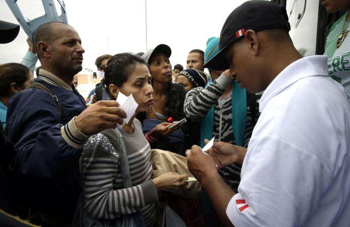 Maduro ordena abrir puente aéreo para retorno de migrantes