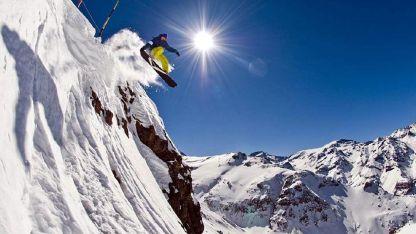 A 46 km al este de Santiago, Valle Nevado es uno de los centros trasandinos más nuevos y modernos.