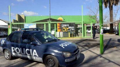 La seguridad en supermercados fue reforzada tras los robos en grupo.