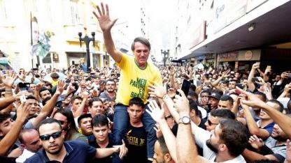 El candidato Jair Bolsonaro fue acuchillado en un acto en Minas Gerais
