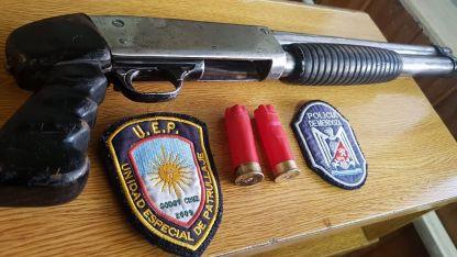La escopeta calibre 12.70 secuestrada en Los Cerrillos.