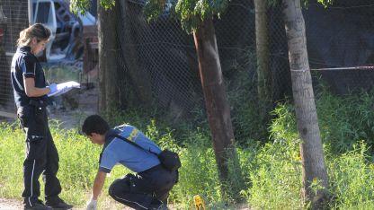 Un disparo atravesó un descampado e impactó en el pecho de la víctima.