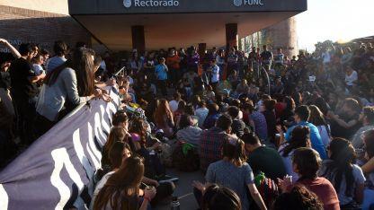La mayoría de los gremios aceptaron la propuesta del Gobierno, pero la Conadu Histórica la rechazó y continuará la protesta.