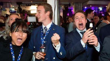 Socialdemócratas suecos celebran en el búnker.