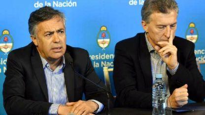 Macri y Cornejo ante la prensa el viernes.