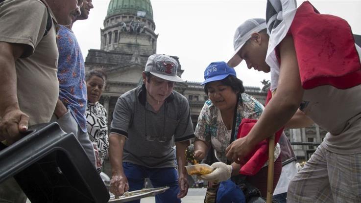 Buenos Aires, paralizada por protestas y ollas populares