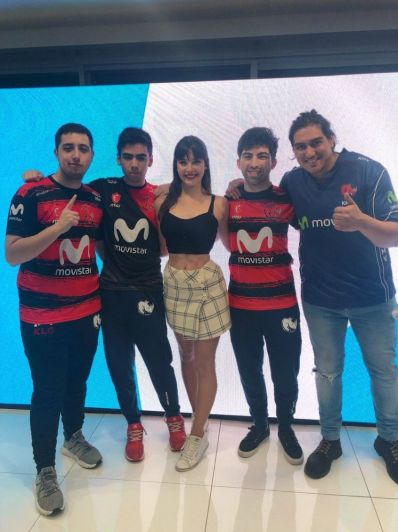 iCata, la bella chilena que animará la final de League of Legends en Chile