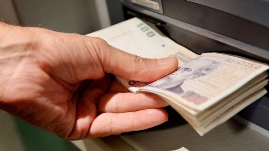 Inflación: cuánto aumentarán los sueldos de estatales mendocinos por la cláusula gatillo