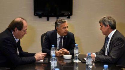 Mensaje silencioso. Sanz, Cornejo y Prat Gay.