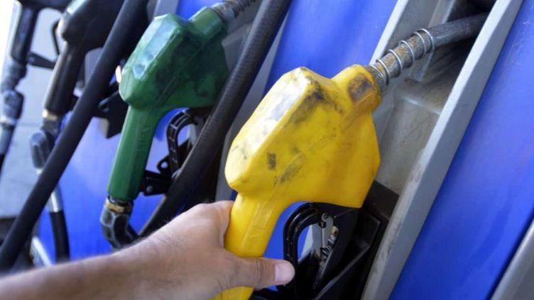 Para evitar abusos ponen precios de referencia en los combustibles