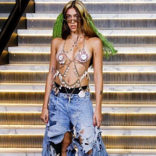 La hija de Madonna debutó como modelo y apareció en la pasarela sin depilarse