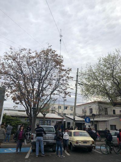 Tensión en Las Heras: un hombre escaló la antena del Municipio para pedir trabajo