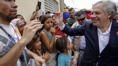 El uruguayo Luis Almagro estuvo en Cúcuta, Colombia, donde miles de venezolanos se concentran tras cruzar la frontera.