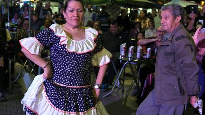 Visitantes y mendocinos se reunieron en la plaza de calles Perú, 25 de Mayo, Necochea y Gutiérrez.