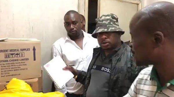 El gobernador encuentra 12 cadáveres de bebés en cajas — Horror en Nairobi