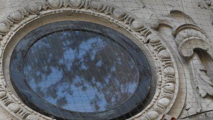 En el frente del Espacio Contemporáneo de Arte falta el reloj.