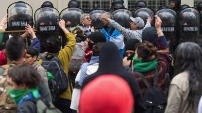 Manifestación variopinta se salió de cauce.